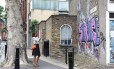 CAROLINA HERRERA Jr. registrou vários grafites nas ruas de Shoreditch