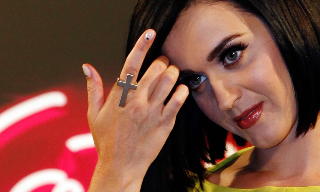 Katy e sua pele perfeita: make com foco nos cílios postiços e boca avermelhada. Acessórios e as unhas também chamaram atenção Ana Branco / Ana Branco / O Globo