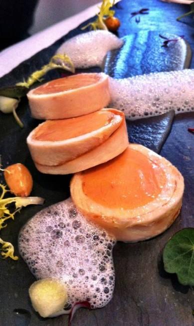 Foie Gras com frango defumado , no Petrus. http://www.gordonramsay.com/petrus/ Terceiro / Pedro Mello e Souza