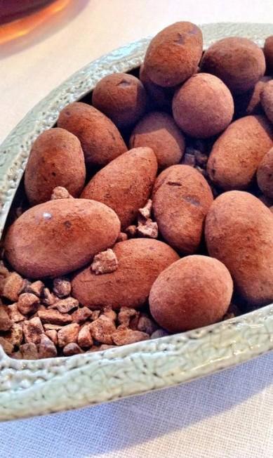 Trufas de chocolates no Petrus, de Gordon Ramsey. http://www.gordonramsay.com/petrus/ Terceiro / Pedro Mello e Souza