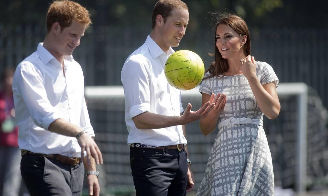 William brincou com a bola de vôlei POOL / AP