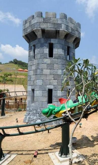 A inauguração da cidade de brinquedo acontece no dia 15 de setembro, mas os testes já começaram. A montanha-russa, inclusive, já foi aprovada AFP