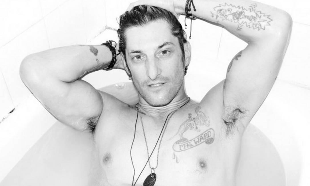 Aos 49 anos, Tony Ward tem no currículo filmes pornôs e o cargo de ex-namorado de Madonna Reprodução