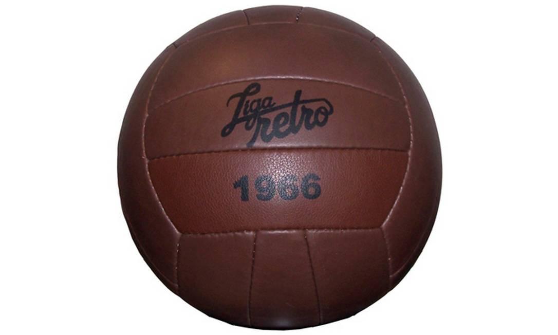 Bola de Futebol 1966 da Liga Retrô Barra Shopping (21 2420-9131), R$119,90 Divulgação