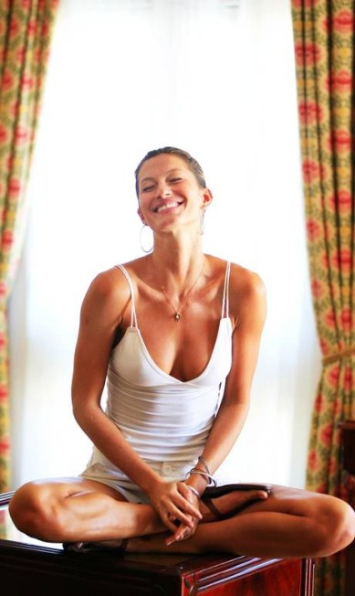 Uma das atividades preferidas de Gisele, além do surfe, é a yoga e meditação Leonardo Aversa / O Globo