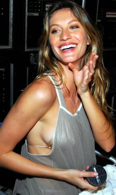 Em 2007, Gisele no backstage da campanha de suas famosas sandálias Grendene Divulgação