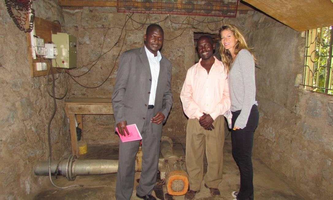 A top é embaixadora da ONU e, nesta foto, estava no Quênia trabalhando em um relatório sobre energia elétrica nas residências africanas Terceiro / Divulgação