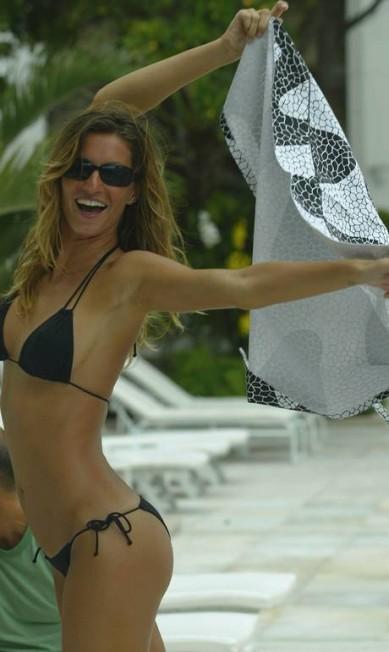Em 2005, na piscina do Copacabana Palace. O corpo continua perfeito mesmo sete anos depois Ana Branco / O Globo