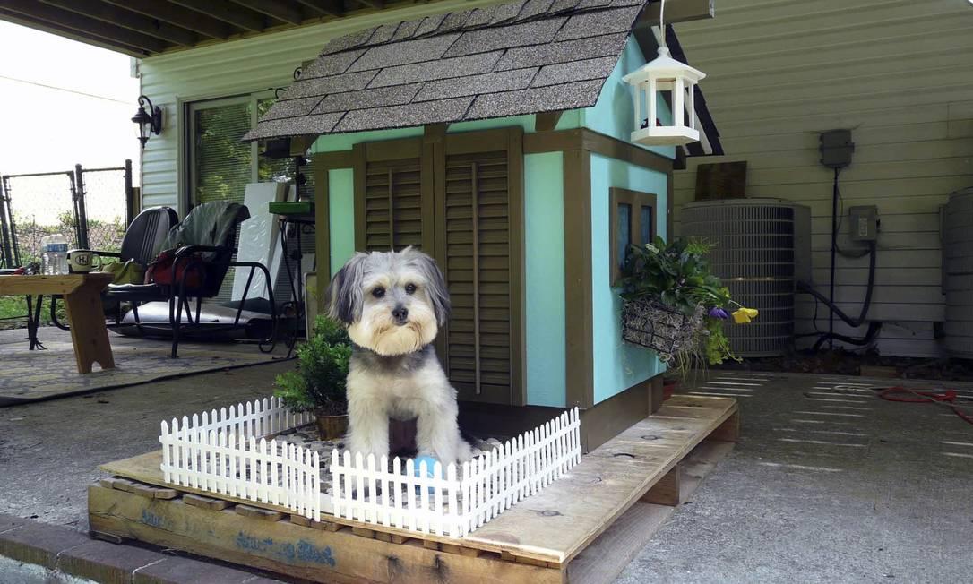 """""""Mais da metade dos nossos clientes pedem uma réplica de suas casas para seus cachorros"""", disse Michelle Pollak, designer da La Petite Maison HANDOUT / New York Times"""