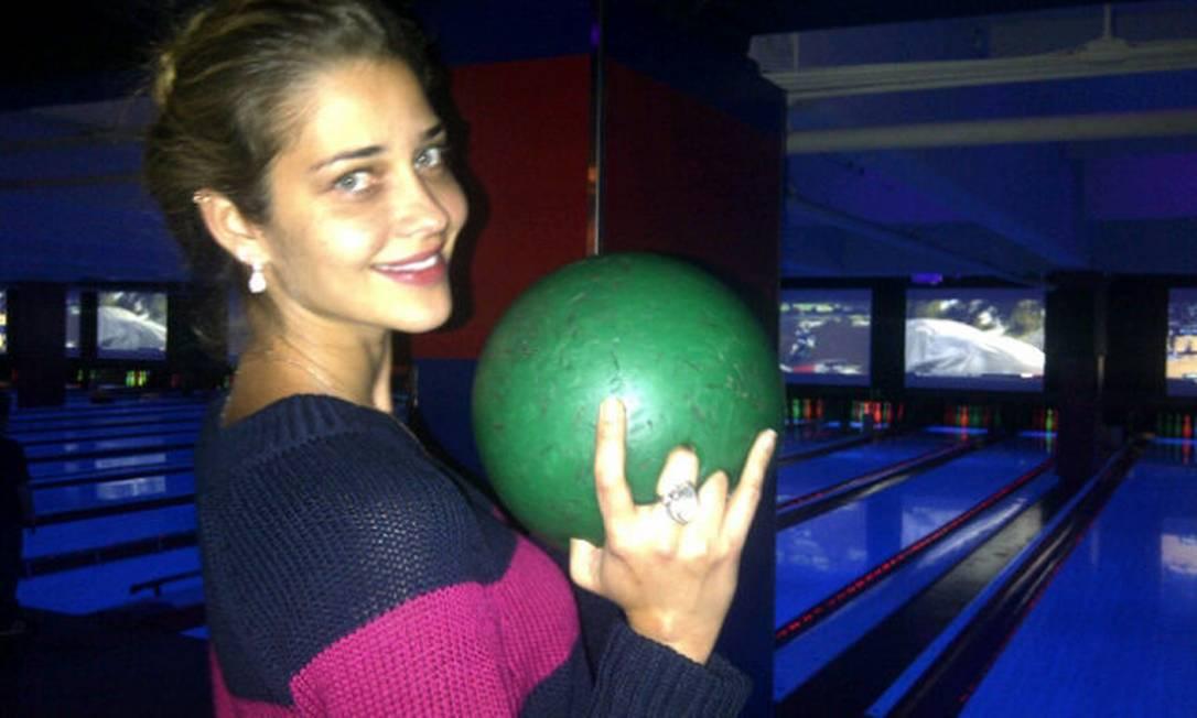 O boliche sem glamour da top Ana Beatriz Barros no @Ana_B_B Twitter / Ana Beatriz Barros