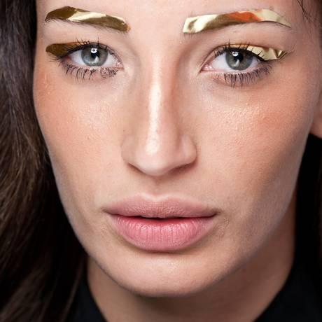 Sobrancelhas douradas na Ausländer Foto: Andre Conti / Divulgação
