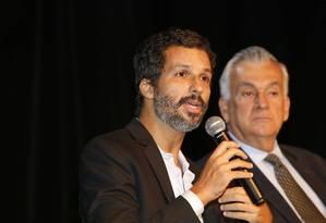 Em MG. O presidente da Funarte, Francisco Bosco, e o ministro Juca Ferreira detalham os editais em evento hoje Foto: Ana Branco/27-2-2015