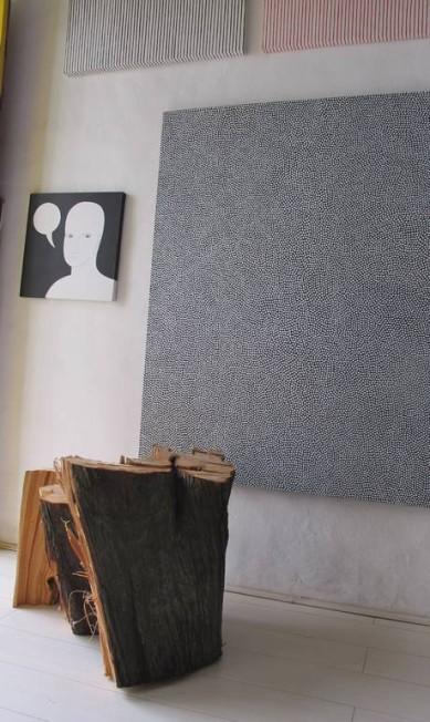 Peças exibidas no interior do Studio Bananal AFP
