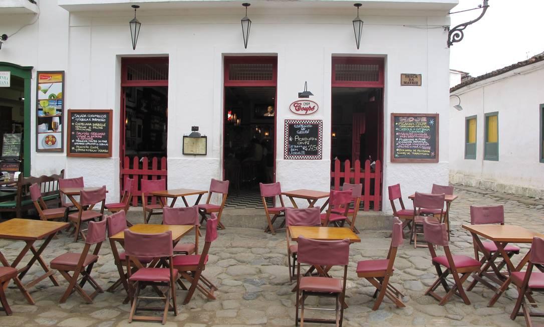 A Casa Coupe, misto de bar e restaurante, acaba de passar por uma reforma para ficar com ar anos 60 Livia Breves