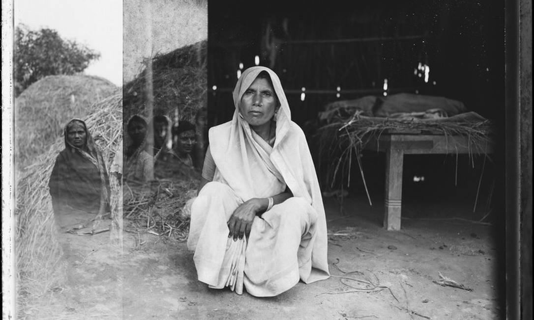 A ex-modelo fotografou várias chefes de família que sofrem para alimentar seus filhos no Nepal 1996-98 AccuSoft Inc., All right / Helena Christensen/Oxfam