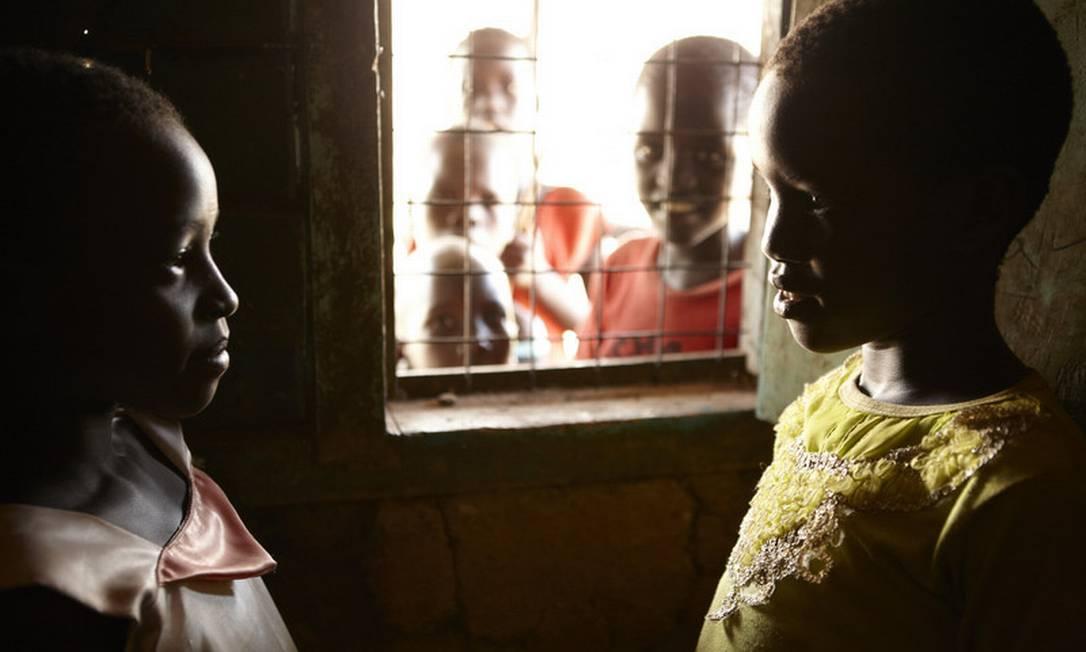 Crianças de uma vila no norte do Quênia: alto preço da comida e impossibilidade de plantar obriga famílias a dependerem de ajuda alimentar Helena Christensen / Helena Christensen/Oxfam