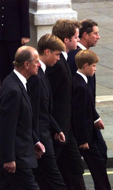 A família real, durante o funeral da princesa Diana (6 de setembro de 1997) Reuters