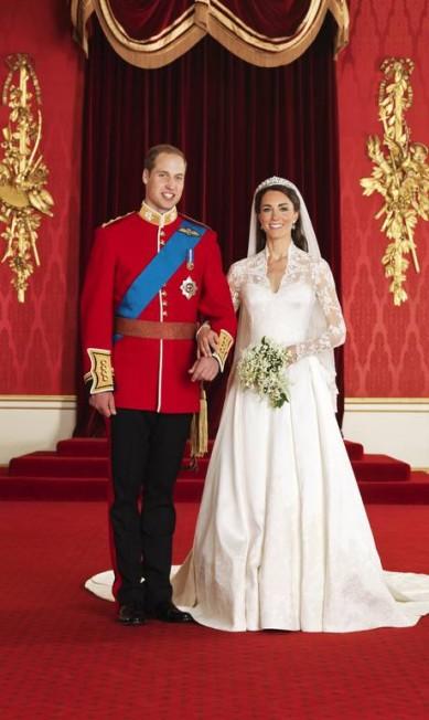William e Kate posam para foto oficial, após a cerimônia na abadia de Westminster, em Londres (29 de abril de 2011) Hugo Burnand / AP