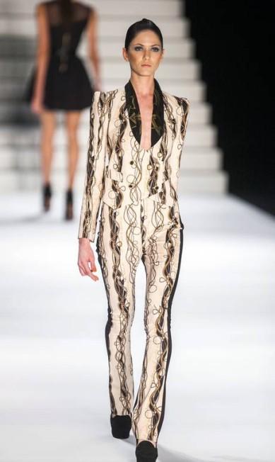 Shorts apareceram com camisas e casaquetos Leonardo Soares /O Globo