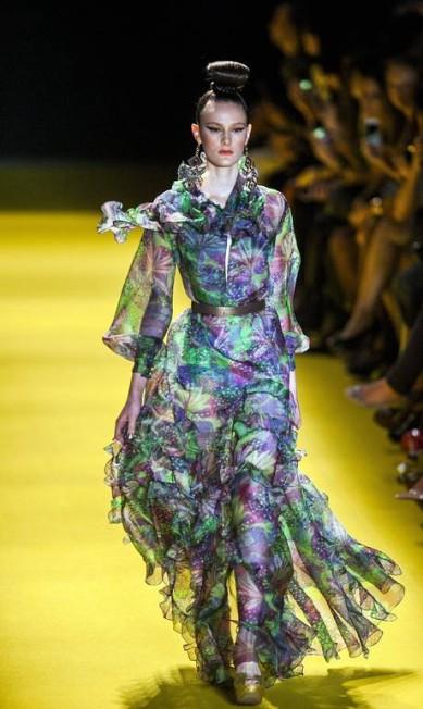 O estilista recorreu a outra tendência da estação, o peplum (saiote que parte da cintura) Leonardo Soares /O Globo