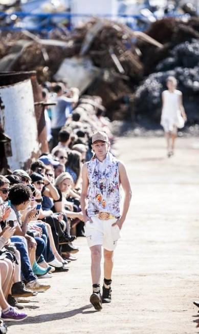 Já o masculino contou com peças em alfaiataria, num grande mix de formas e modelagem Leonardo Soares /O Globo