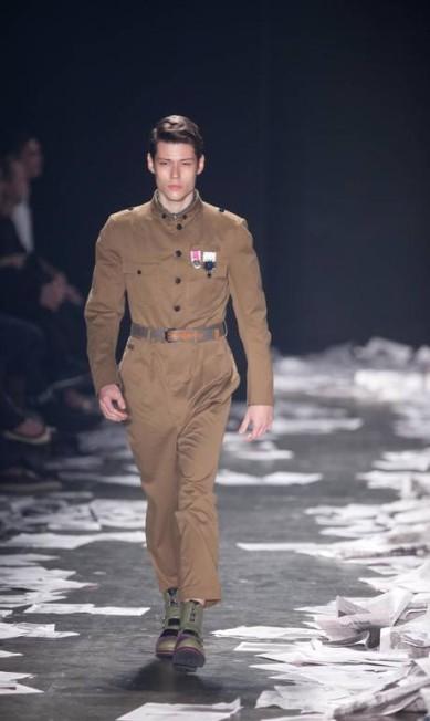 O estilista paulistano fez referências à Segunda Guerra Mundial em sua coleção masculina Marcos Alves / Agência O Globo