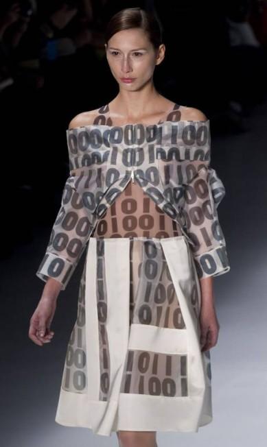Couro, organza de seda e zibeline foram os tecidos escolhidos pela estilista mineira Andre Penner / AP