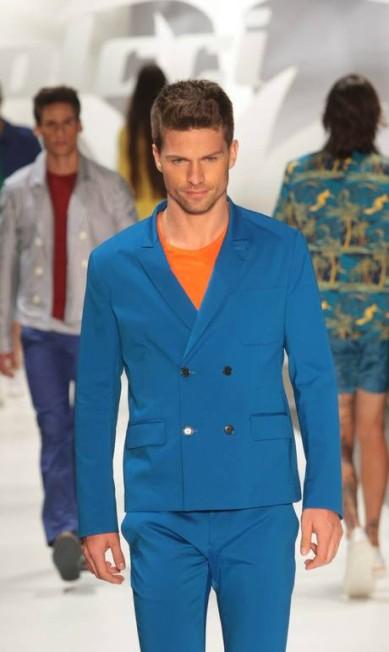 A moda masculina da marca investiu em colorblocking de cores fortes Marcos Alves / Agência O Globo