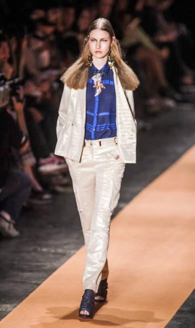 A estilista também apostou em calças de corte mais reto, parcas e shorts Leonardo Soares / Agência O Globo