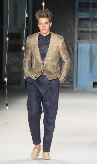 O verão de João vem cheio de ternos, jaquetas e paletós, apostando forte na alfaiataria Marcos Alves / Agência O Globo