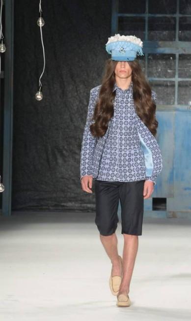 A grife, de moda masculina, é conhecida por utilizar elementos do guarda-roupa feminino em suas coleções Marcos Alves / Agência O Globo