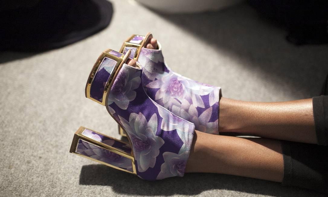 Indyra Carvalho, 22 anos, modelo, foi de meia-pata floral da Triya Leonardo Soares /O Globo