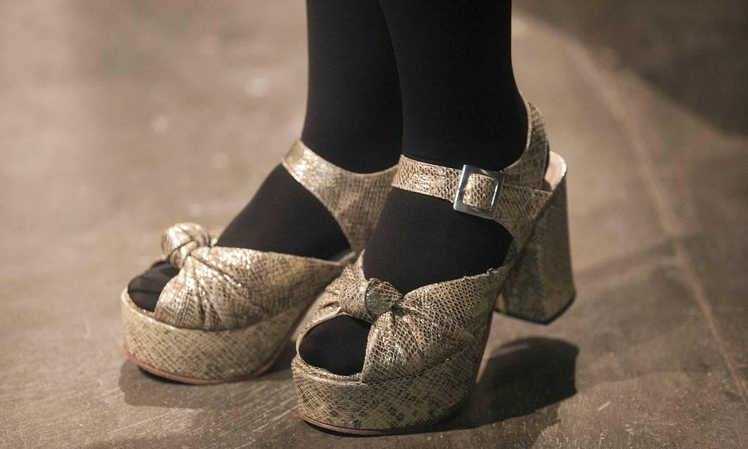 Estilista argentina Catalina Rojas, 24 anos, elegeu um modelo plataforma meia-pata com salto grosso. Seu sapato é da Mishka Leonardo Soares /O Globo