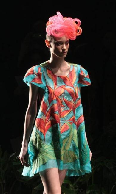 Na beleza, modelos com molas coloridas na cabeça Leonardo Soares/Agencia O Globo