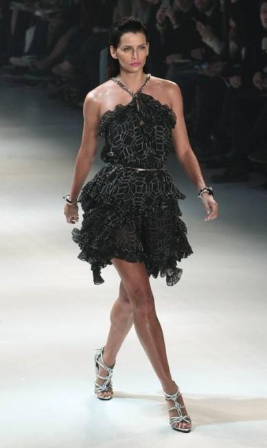 Fernanda Motta de vestido curto na passarela Marcos Alves/Agencia O Globo