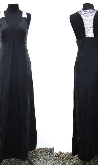 A UMA irá apresentar na passarela do SPFW sua linha festa, composta por vestidos, tops, calças e saias feitos com seda com metal, tafetá e crepe de seda. Divulgação