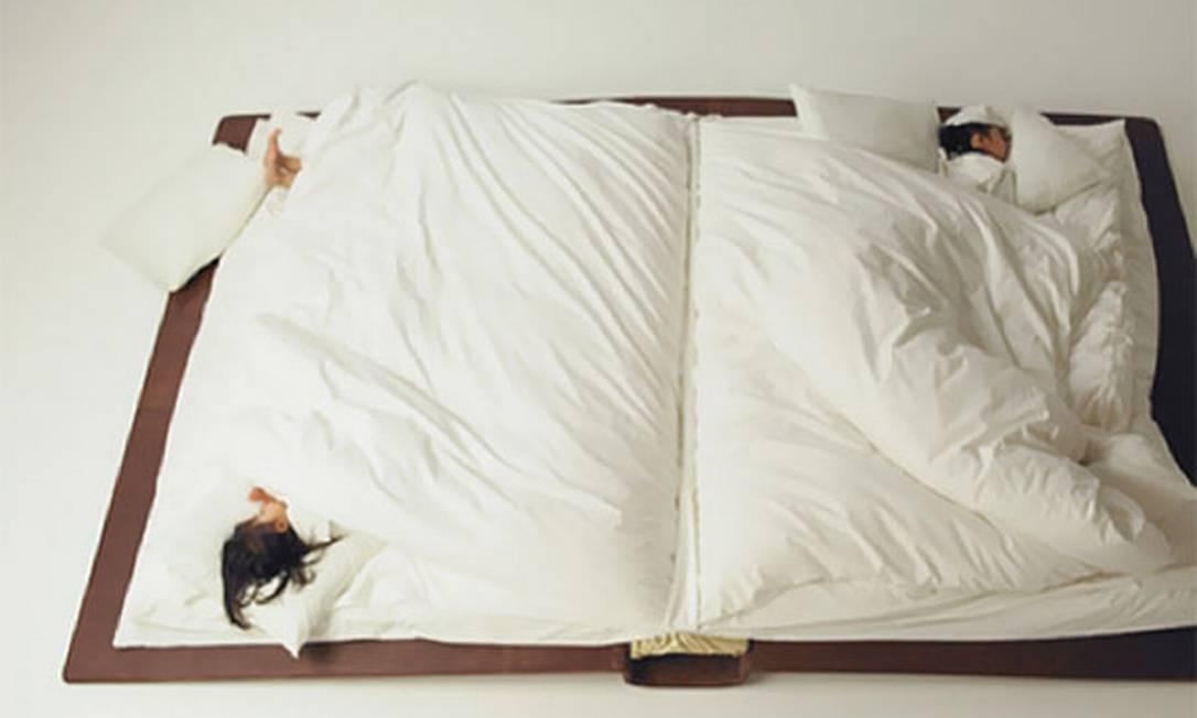 """A 'book bed' (""""cama-livro""""), de Yusuke Suzuki Reprodução"""