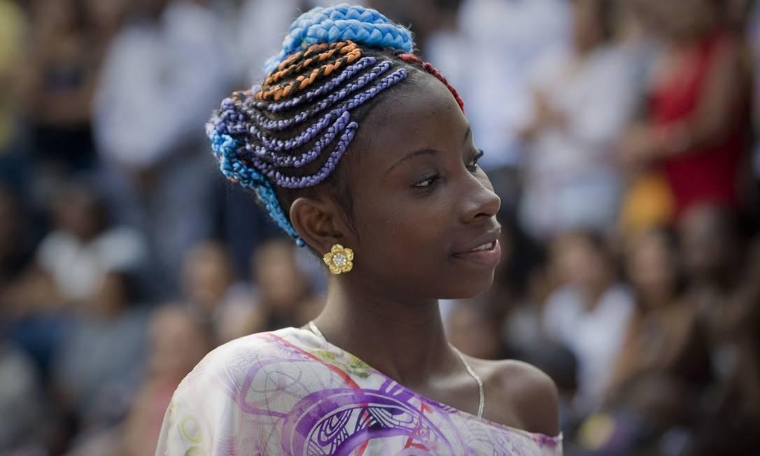 Linhas coloridas nos cabelos também chamaram atenção durante o evento LUIS ROBAYO / AFP