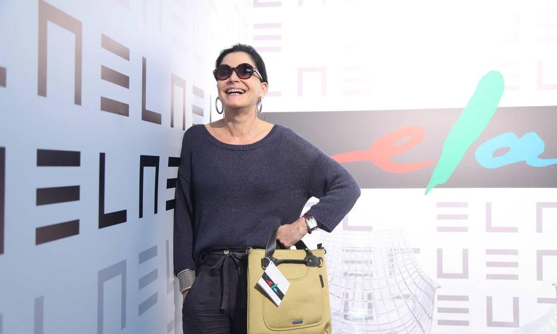 Glorinha Khalil com a bolsa brinde Ana Branco / Ana Branco / Agencia O Globo