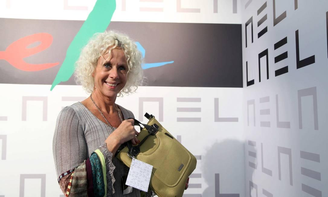 Paola Robbo, da Poko Pano, com a bolsa brinde Ana Branco / Ana Branco / Agencia O Globo