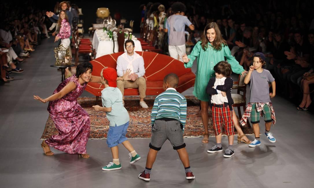 Crianças (e adultos) fizeram do desfile uma animada brincadeira, sem perder o estilo Fabio Rossi / Fabio Rossi / Agência O Globo