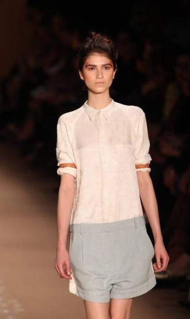 Clássicos da alfaiataria foram revisitados em camisas, calças, blazers e trench coats Alexandre Cassiano / Alexandre Cassiano / Agência O Globo