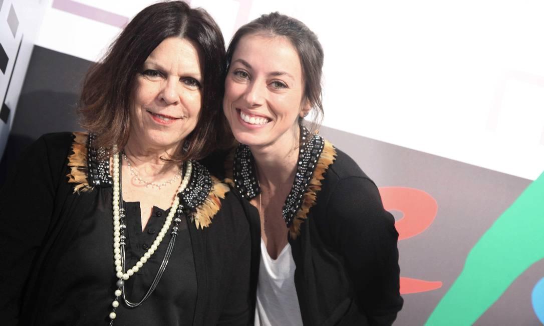 Vanda Klabin com a nora Fabíola Castro: um par de vaso, da Via Flores Ana Branco / Ana Branco