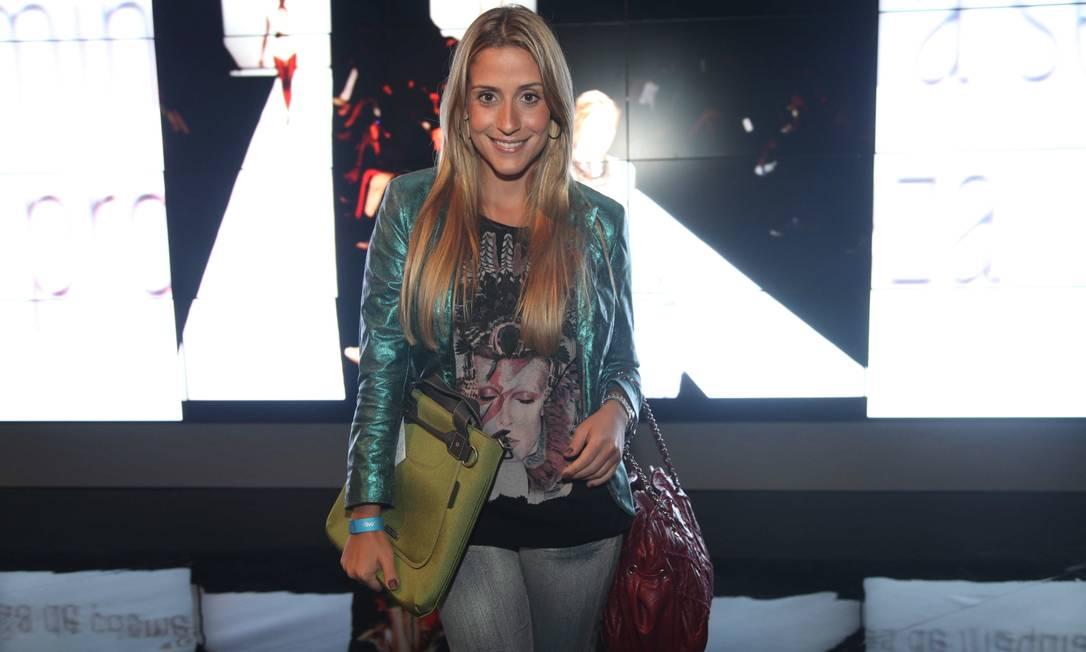 Carol Buffara, da Nag Nag, com sua bolsa, no Espaço Ela Ana Branco / Ana Branco