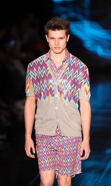 Geometria tribal no conjunto masculino Alexandre Cassiano/O Globo