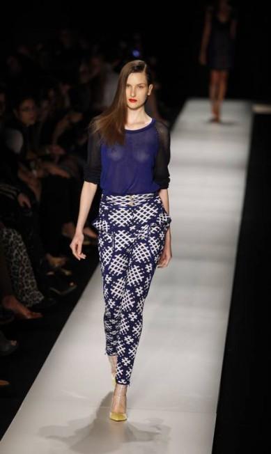 Os tons azuis e brancos também predominam e reforçam o estilo navy da coleção Fabio Rossi/O Globo