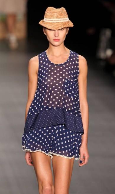O azul dos azulejos portugueses está no tecido das roupas e no esmalte usado pelas modelos Alexandre Cassiano/O Globo