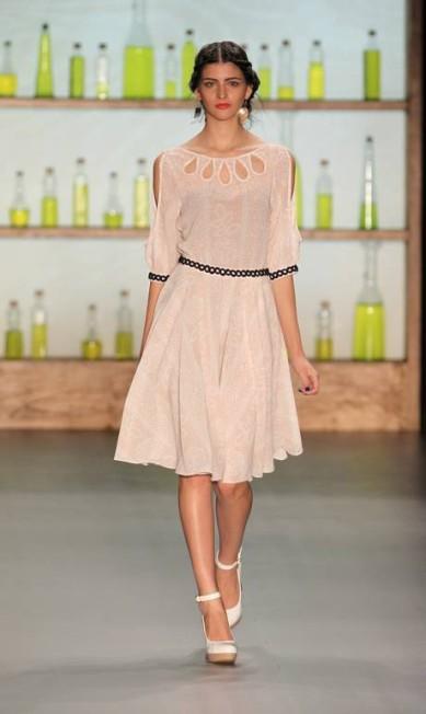 Vestidos longos e acinturados foram as apostas da estilista Alexandre Cassiano / Alexandre Cassiano/O Globo
