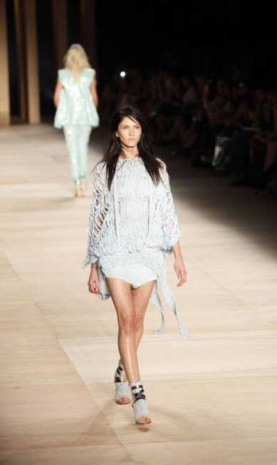Modelos usam colares de Claudia Savelli Fábio Rossi/O Globo