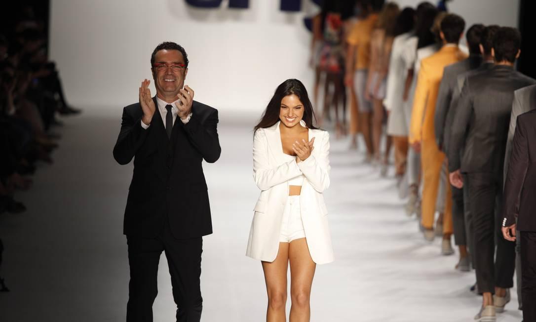 Tito Bessa Jr, diretor da TNG, e a atriz Isis Valverde Fabio Rossi / O Globo